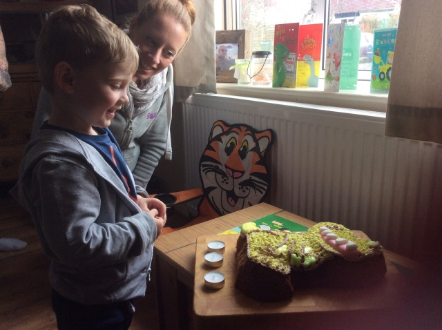 (And that is one happy Little Pea and a clever Sister 1 for making the cake)